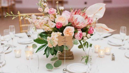 decoracion de arreglo floral sencillo y economico en lima para una quinceañeraa